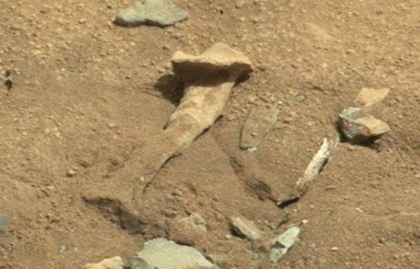 جسمی شبیه به استخوان در تصاویر ارسالی از سطح مریخ