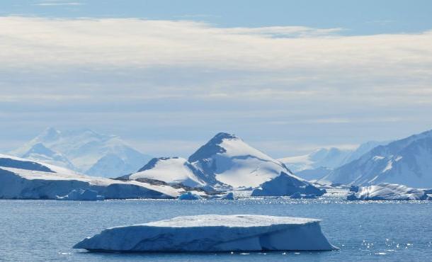 حلقه های یخی غول آسا در قطب جنوب .