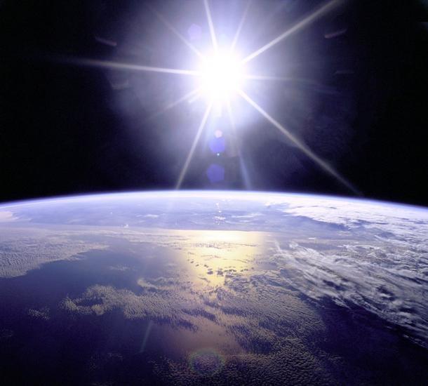 سرعت چرخش زمین دور خود و خورشید
