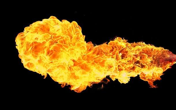 مرد جوانی که هنگام بیدار شدن از خواب آتش گرفت .