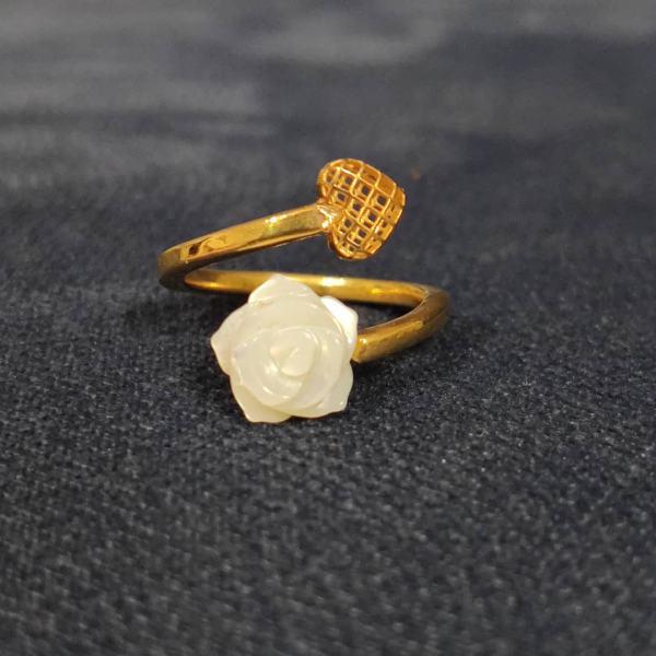 انگشتر طلا 18 عیار زنانه قیراط مدل GH81