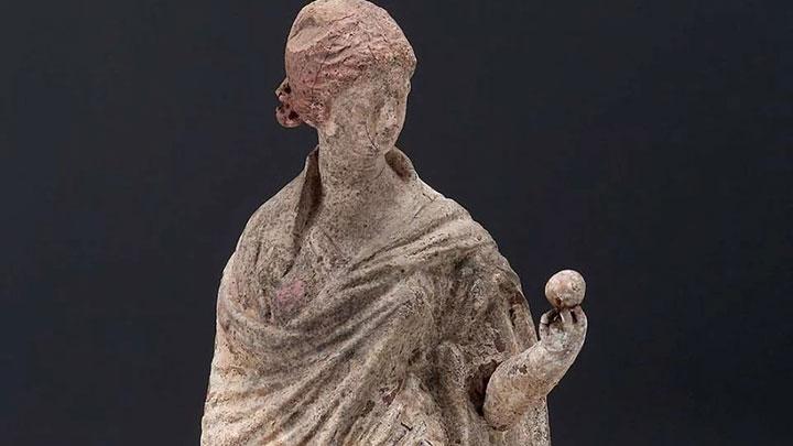 پرتاب سیب به سمت یک نفر در یونان باستان